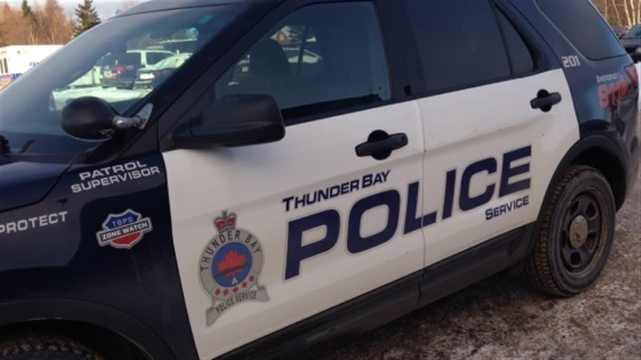 Le service de police de Thunder Bay.