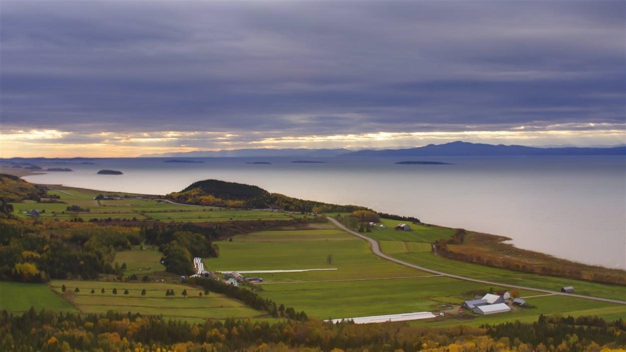 Canada – Un voyage de Québec vers la Gaspésie a travers les paroisses au 19 eme siècle 160407_311k2_kamouraska_fleuve_sn1250