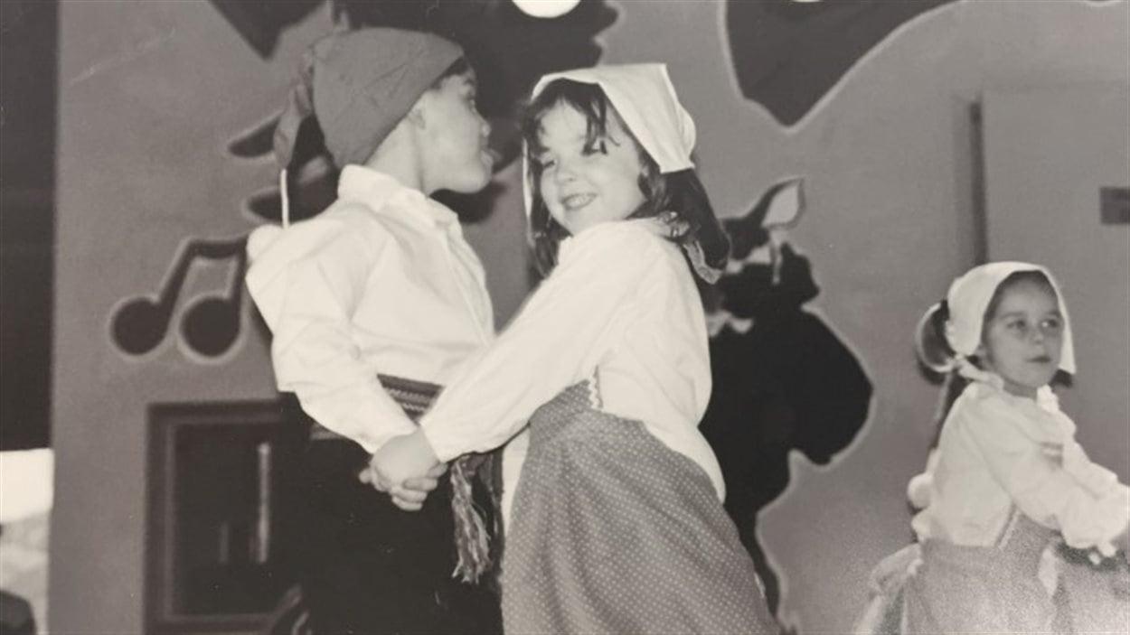 Une danse traditionnelle en 1995