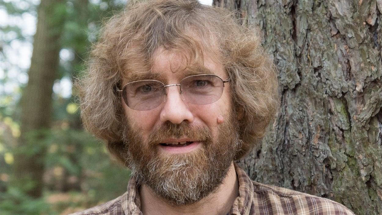 Matthew Ayres, entomologiste au Darmouth College, New Hampshire