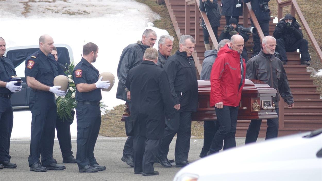 Cortège funèbre des enfants Lapierre et de leur père, Raymond, ainsi que de la conjointe de Jean Lapierre, Nicole Beaulieu.
