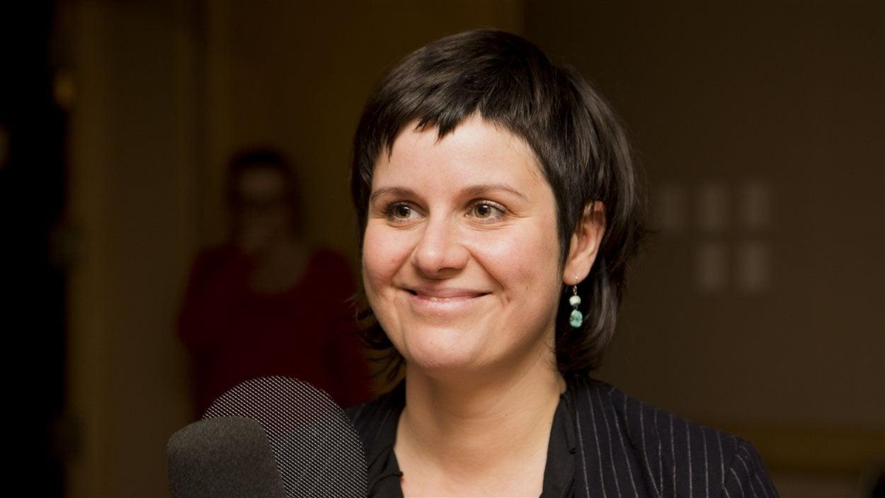 Véro Leduc, artiste, militante sourde et directrice générale du Centre québécois pour la déficience auditive