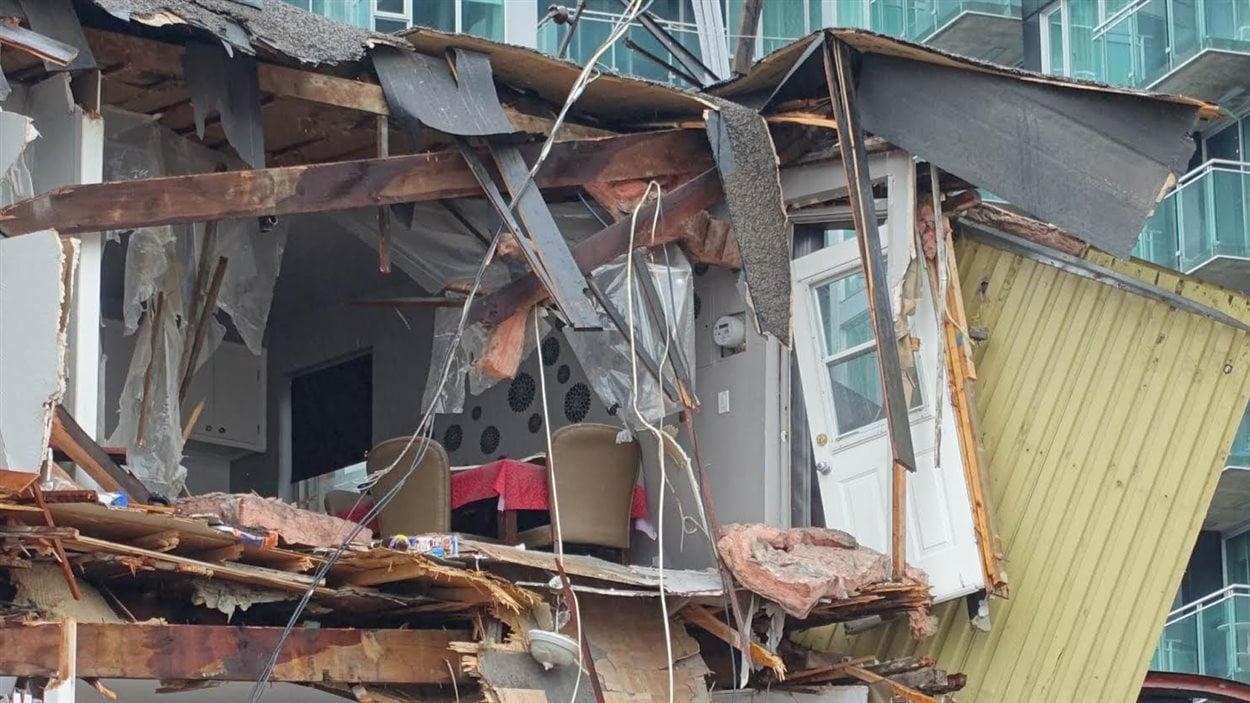 Les résidents de la coopérative d'habitation située sur la rue de la Montagne ont dû laisser leurs effets personnels dans l'immeuble.