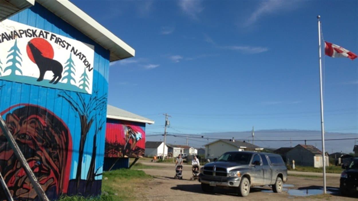 Le bureau du conseil de bande de la Première Nation Attawapiskat sur la côte ouest de la baie James.