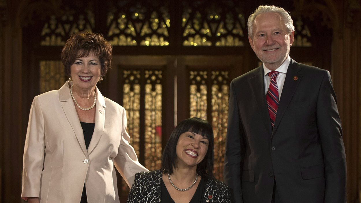 Les sénateurs Claudette Tardif, Chantal Petitclerc et Peter Harder