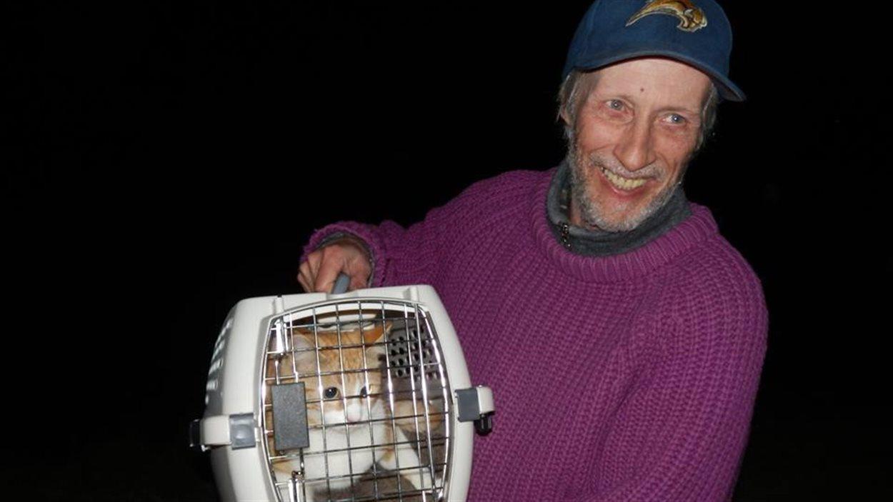 Bill Backhall et son chat.