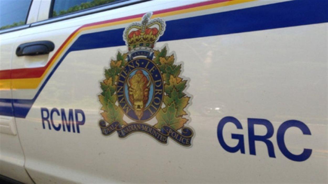 Selon la GRC un véhicule avec deux hommes à son bord circulait en direction du nord sur l'autoroute 41 à proximité de Saint-Lazare mardi lorsqu'il a quitté la chaussée.