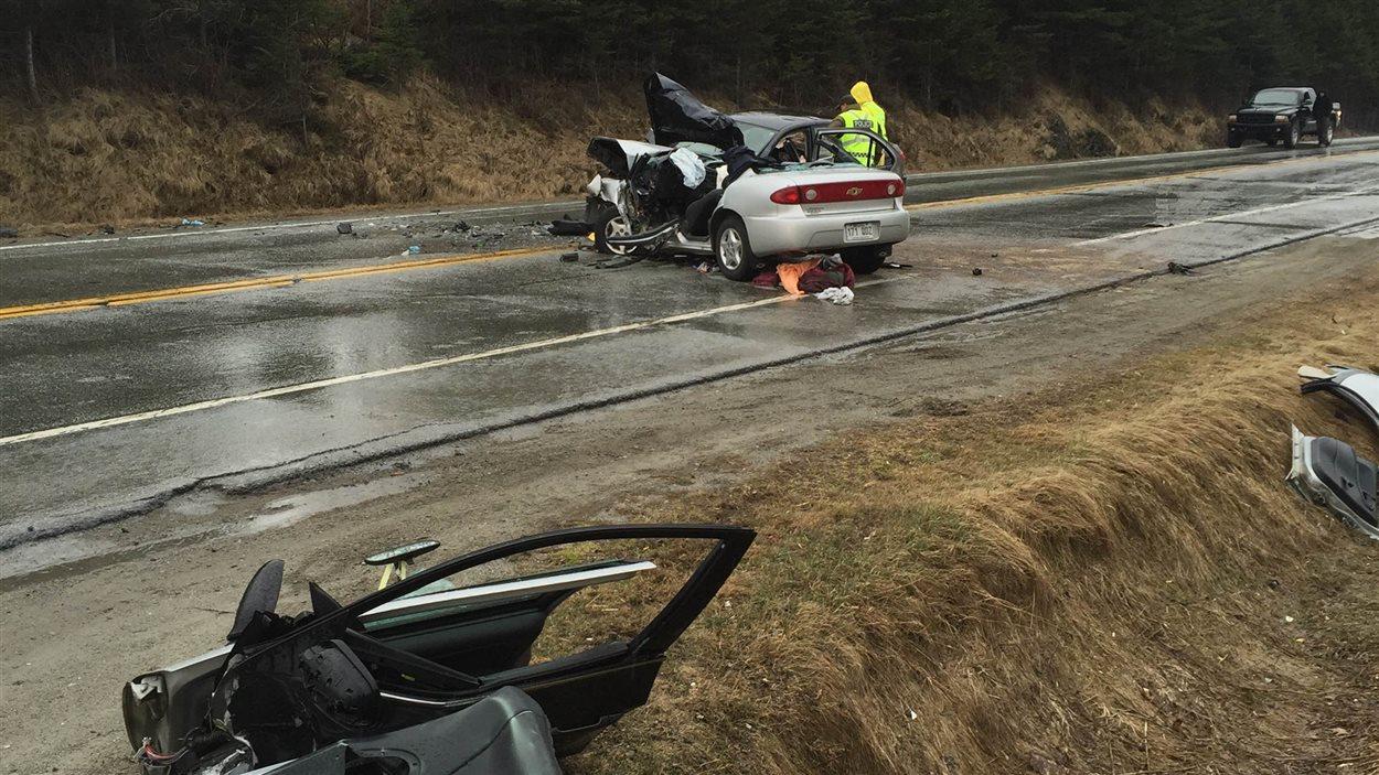 Un grave accident est survenu sur la route 112 à Westbury. lundi aprês-midi