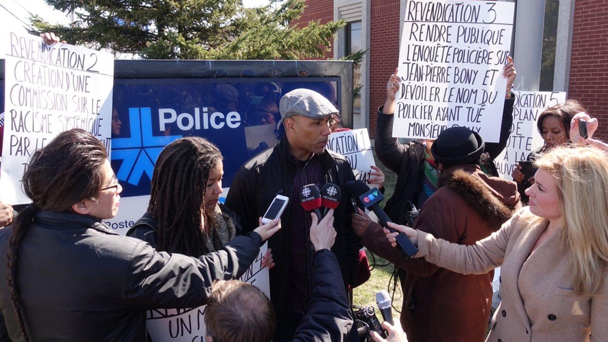 Un nouveau collectif, Montréal-Noir, a vu le jour à Montréal-Nord afin de lutter contre le profilage racial et d'autres problèmes affligeant la communauté noire de l'arrondissement.