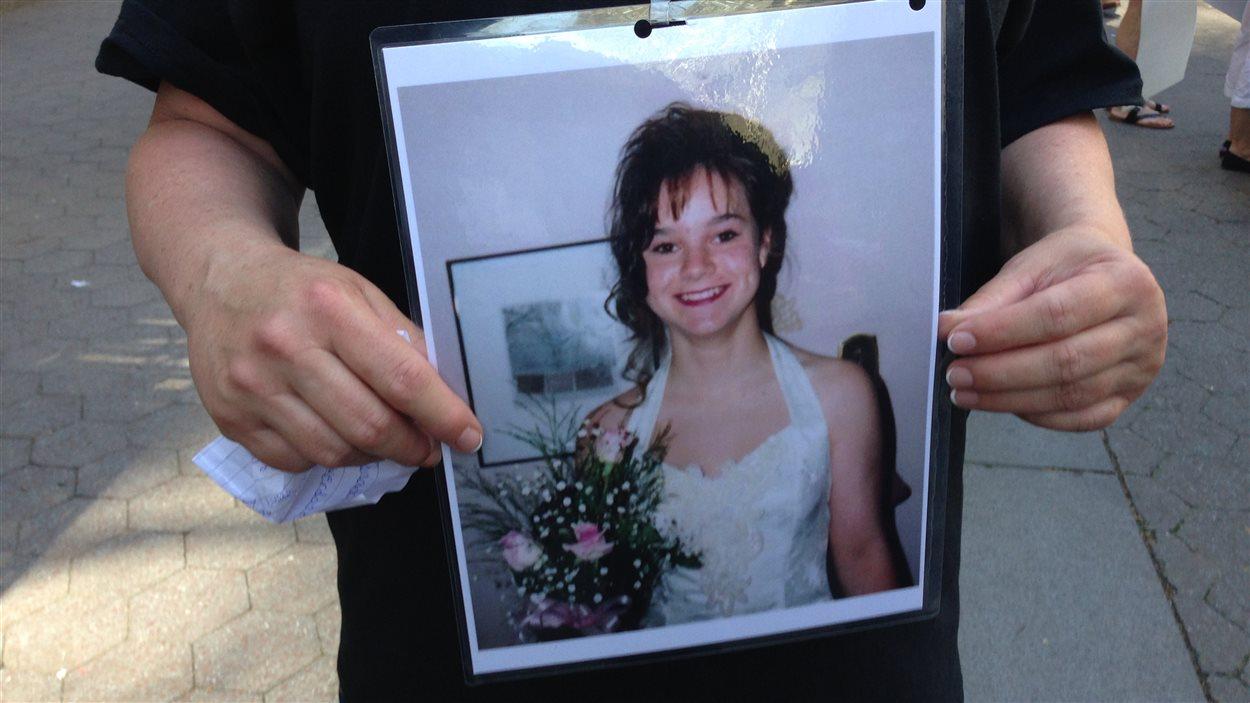 Jac, la fille de Donna May, morte d'une surdose à l'âge de 35 ans.