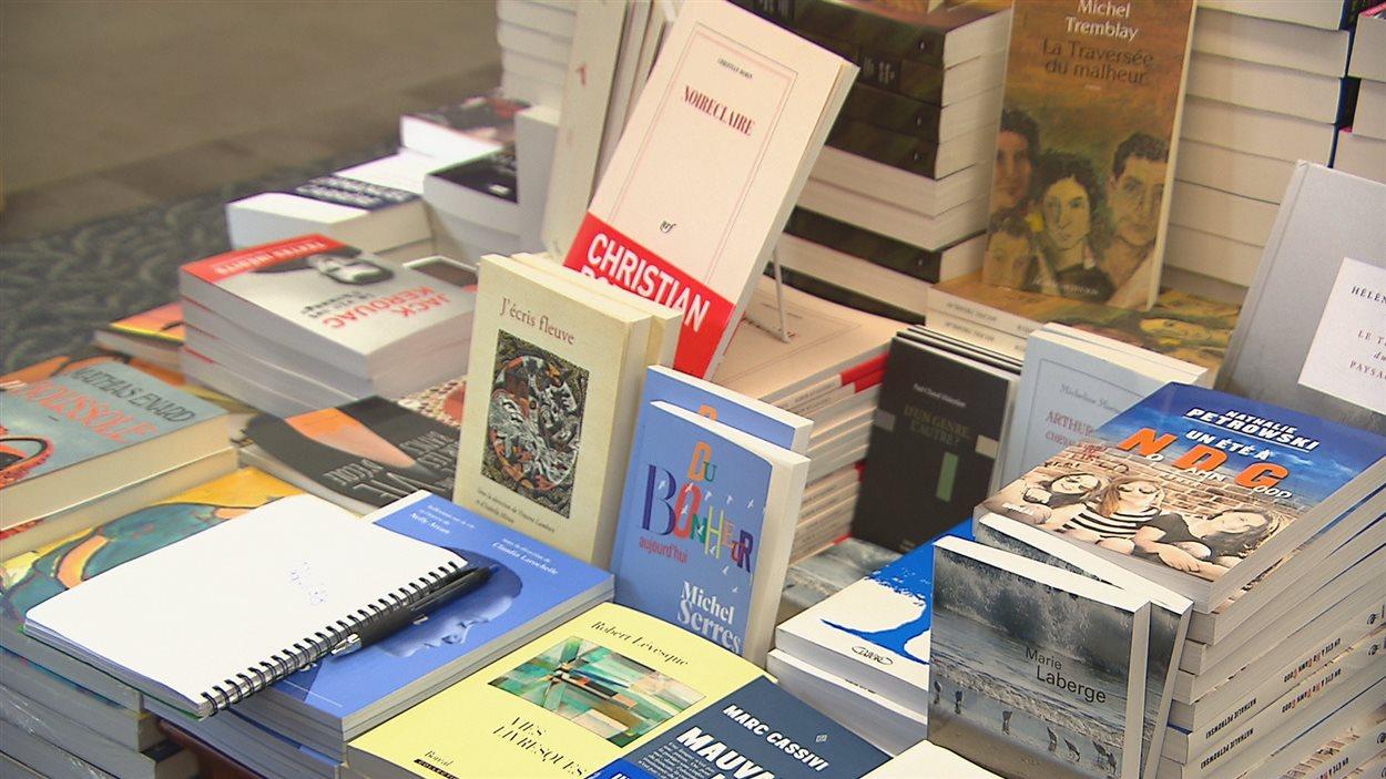 Des livres dans une librairie
