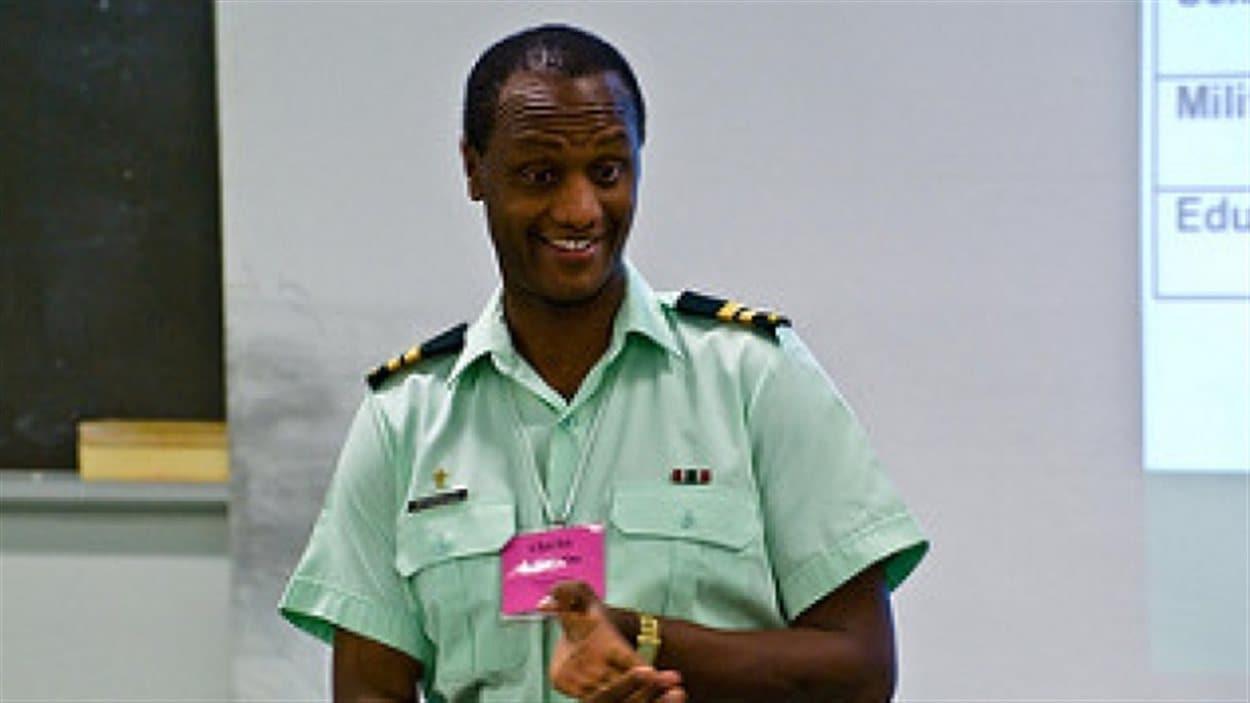 Charles Deogratias a passé 20 ans dans un camp de réfugiés en Tanzanie. Il est aujourd'hui aumônier au sein des Forces armées canadiennes.