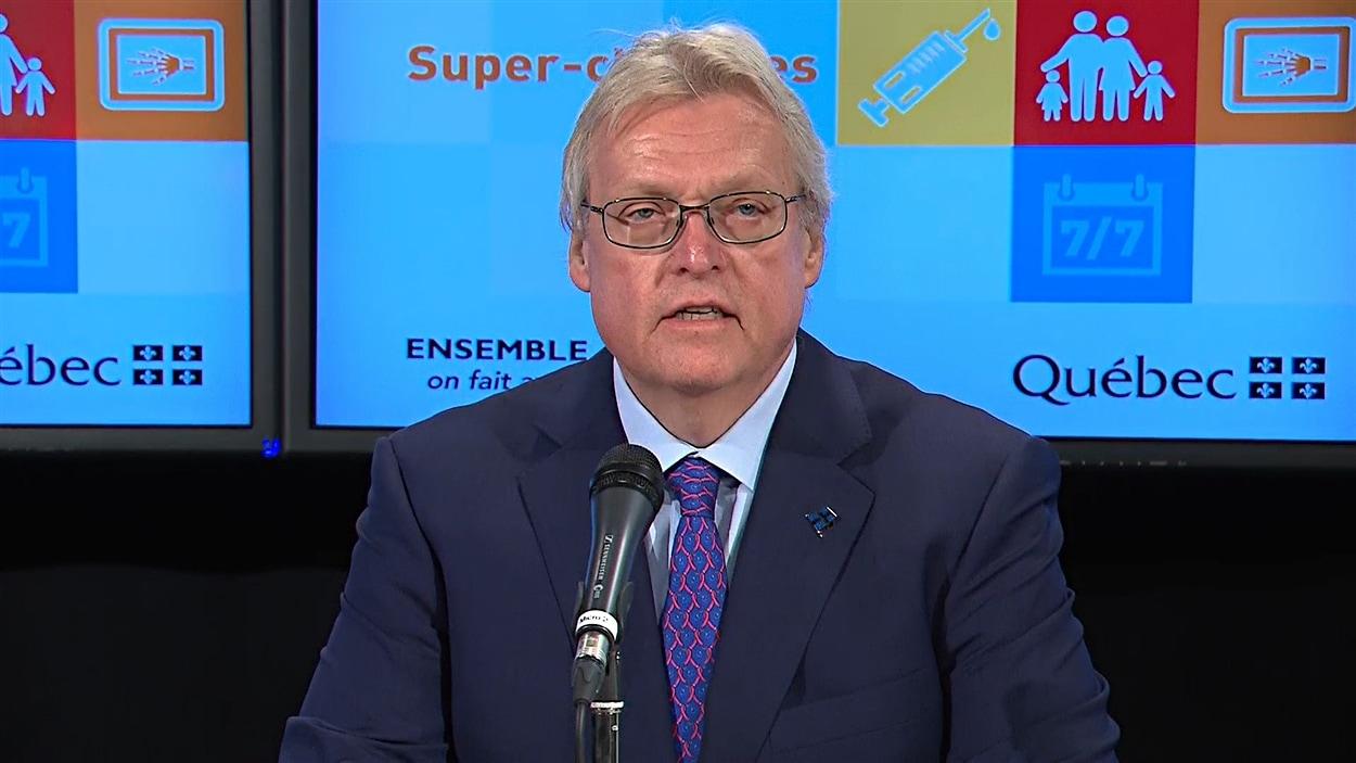 Gaétan Barrette, a annoncé la création d'une cinquantaine de super-cliniques d'ici 2018.