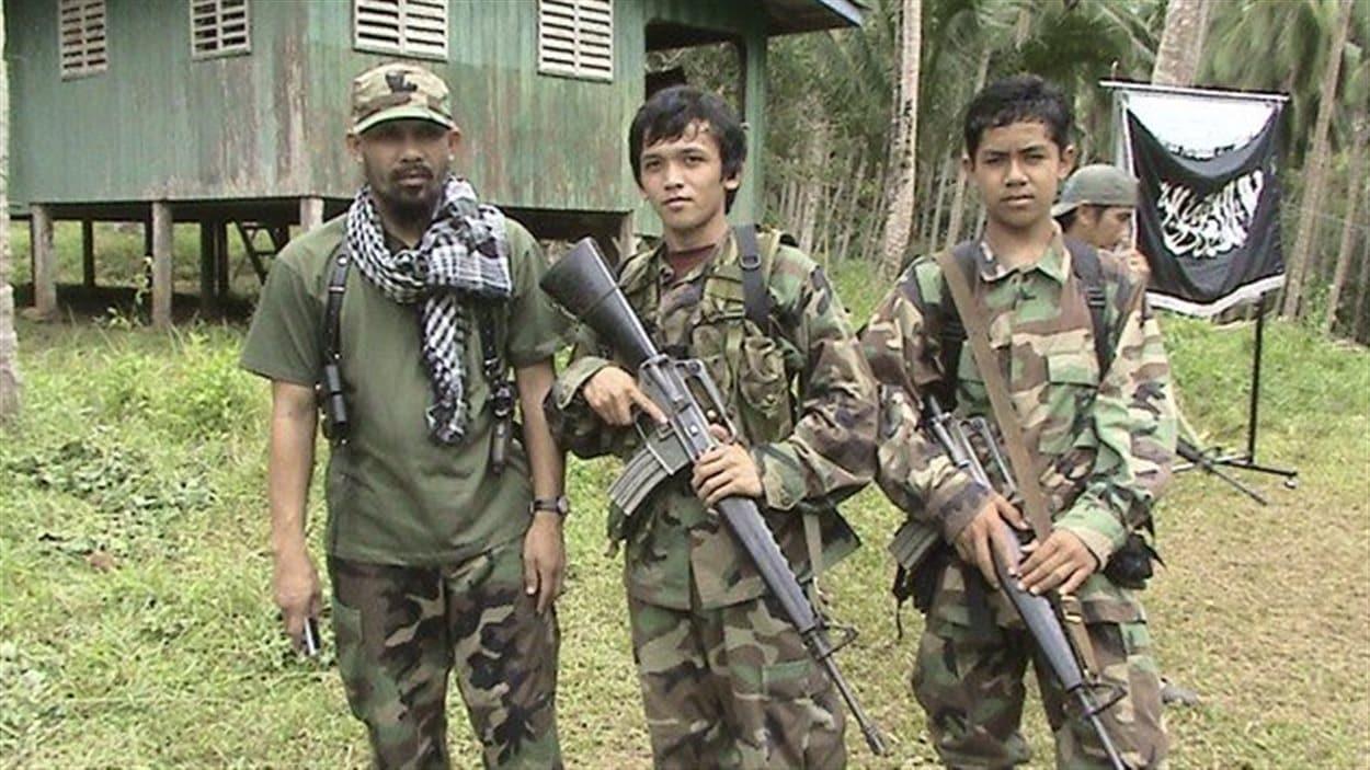 Des membres d'Abou Sayyaf dans leur camp d'entraînement sur l'île de Mindanao, dans le sud des Philippines.