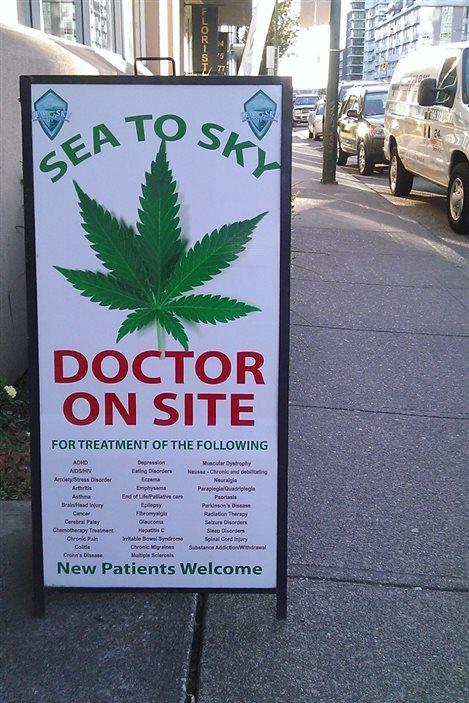 Un comptoir de vente de marijuana à Vancouver