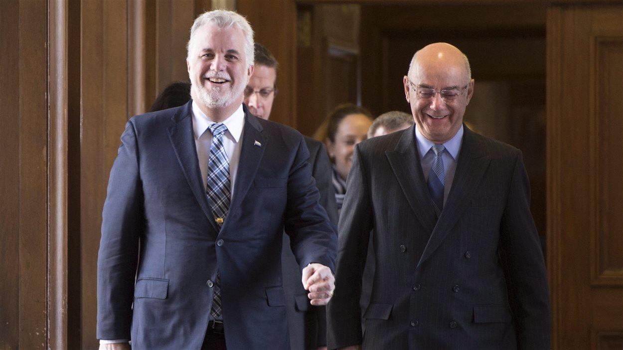 Le premier ministre Philippe Couillard et le ministre des Transport Jacques Daoust
