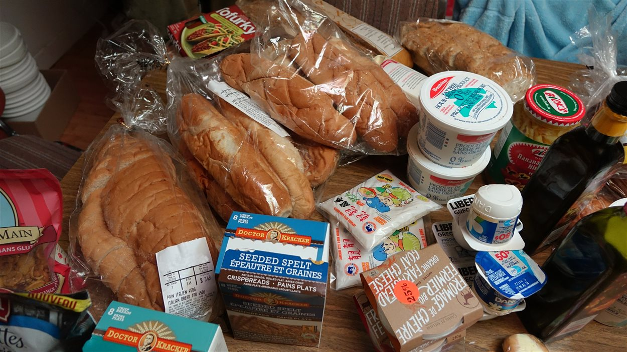 Sont trouvés des légumes frais «en parfait état», beaucoup de pain et viennoiseries, des plats préparés, du fromage et même de la viande, l'hiver.