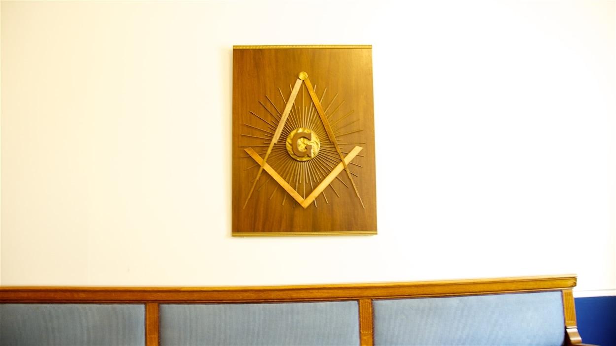 Le compas maçonnique dans le Temple maçonnique de Montréal