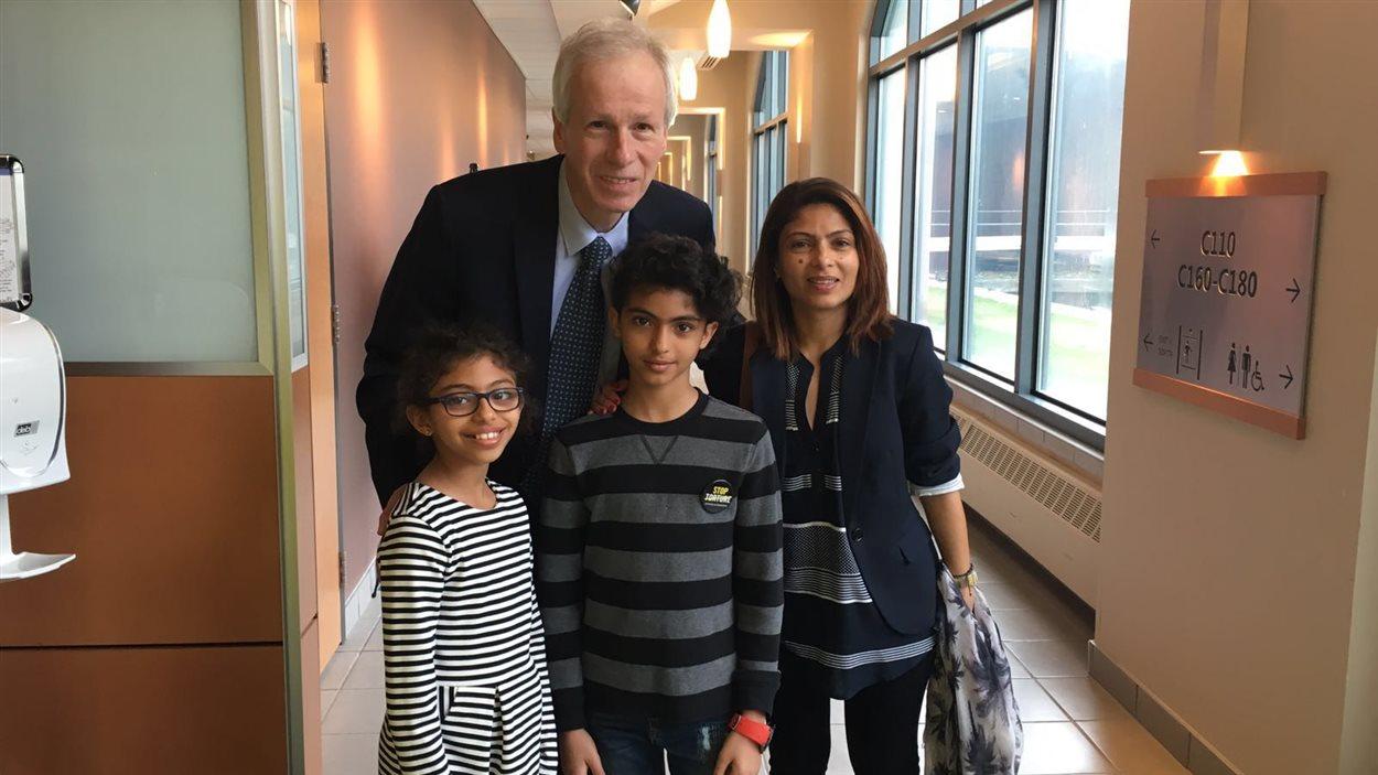 Ensaf Haidar et ses enfants ont rencontré Stéphane Dion