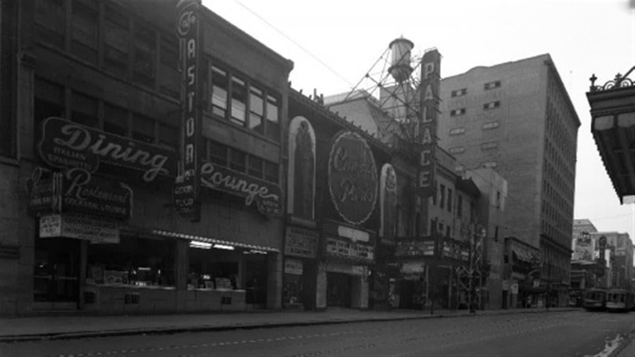 La rue Ste-Catherine, en août 1948.