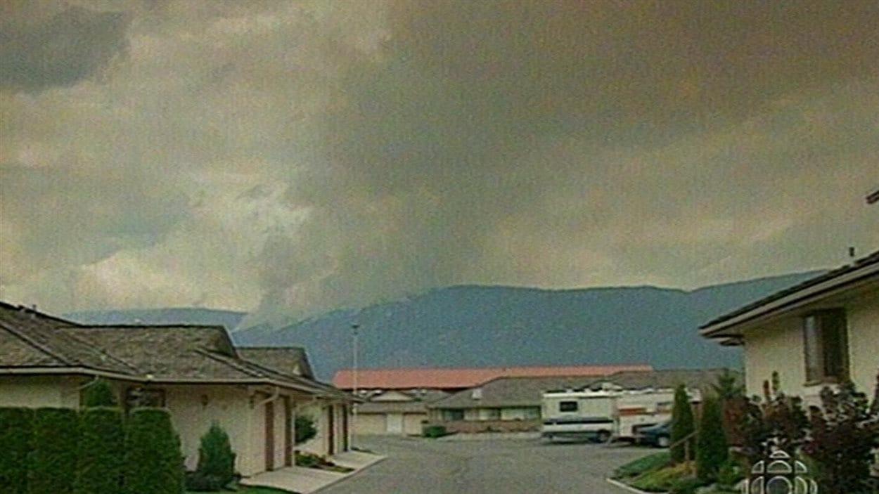 Incendie à Salmon Arm, en Colombie-Britannique, en 1998