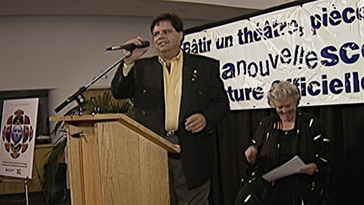 Mauril Bélanger s'investit auprès du théâtre de la Nouvelle Scène d'Ottawa.