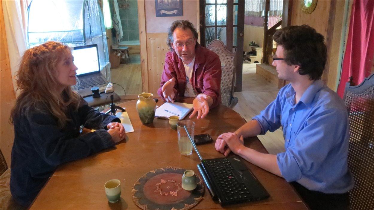 Gloria Duchesneau, Hugues Bergeron et Nicolas Monin, membres de La FourmiliAire  de Sherbrooke