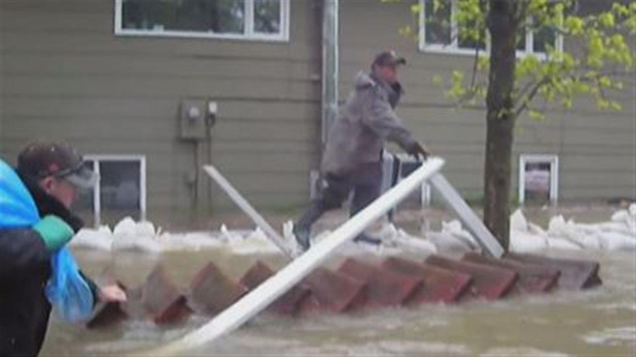 Les inondations chez Louis Allain à Saint-Laurent en 2011.