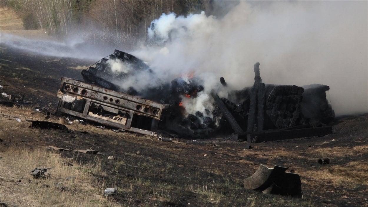 Un accident de la route a fauché la vie de deux personnes pendant l'évacuation de Fort McMurray.