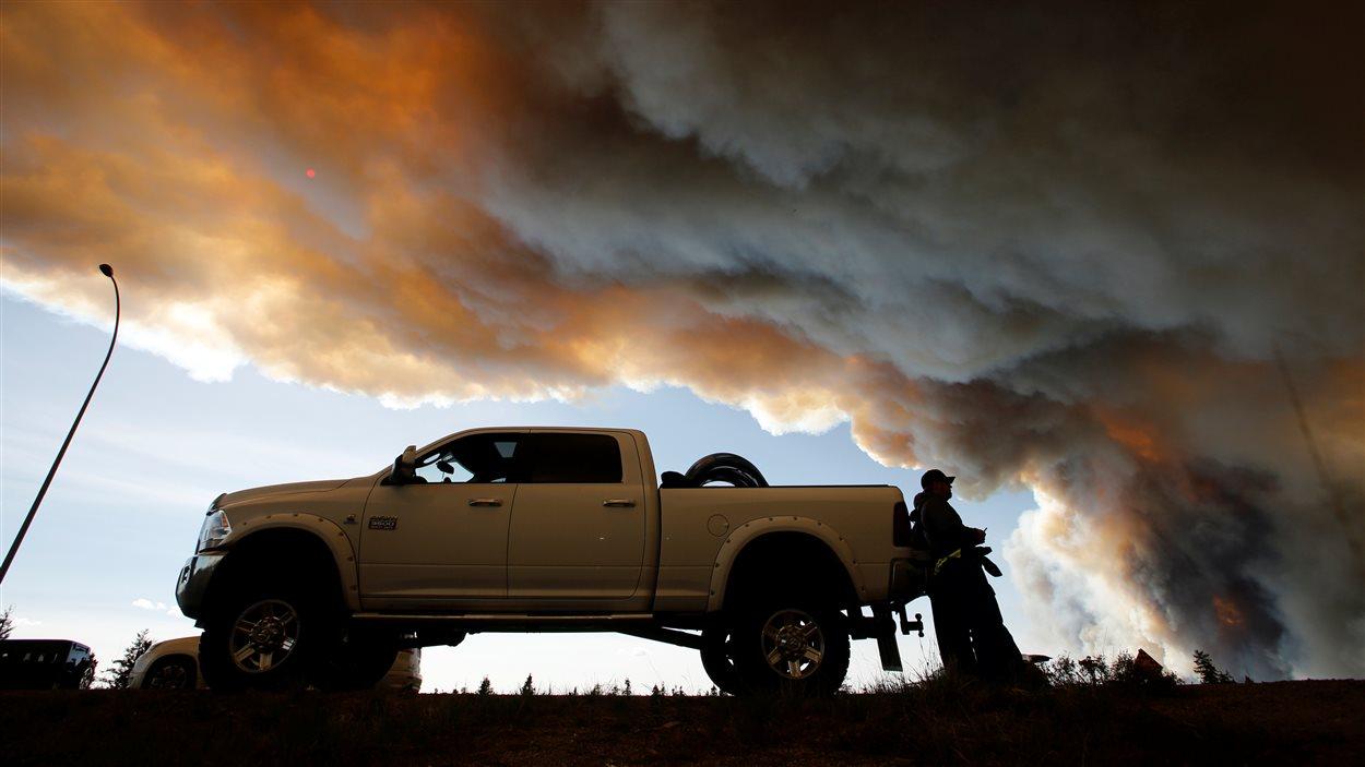 Des sinistrés doivent se déplacer de nouveau pour fuir les feux de forêt.