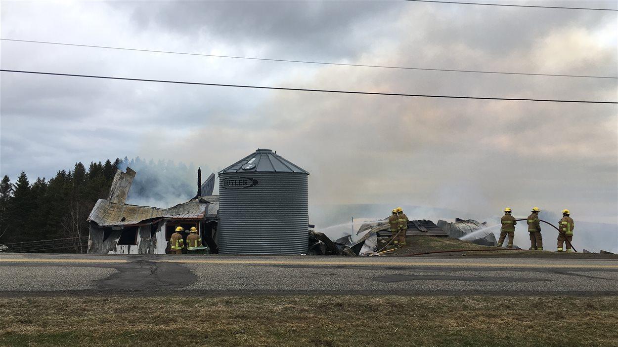 L'incendie au Bic brûle toujours.