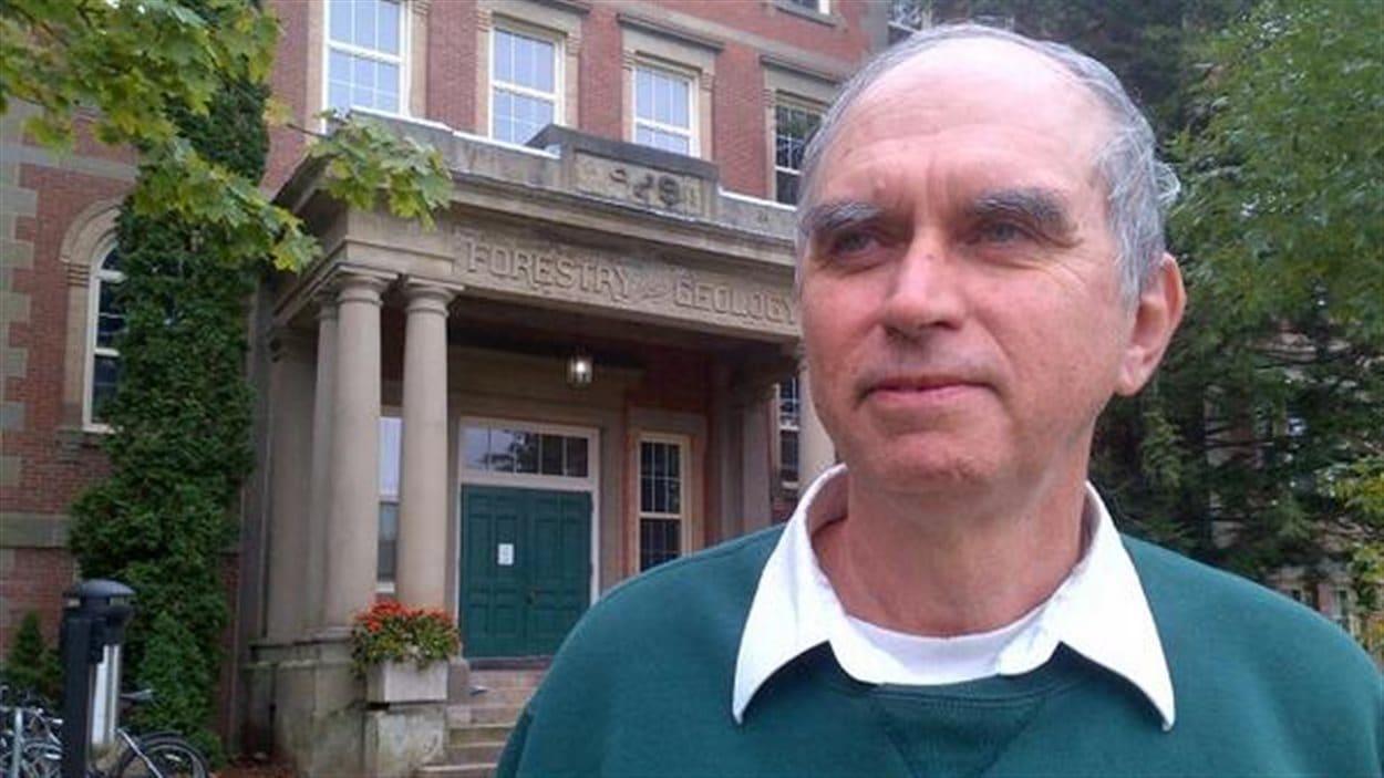 Dr Armand Larocque est professeur à l'Université du Nouveau-Brunswick.