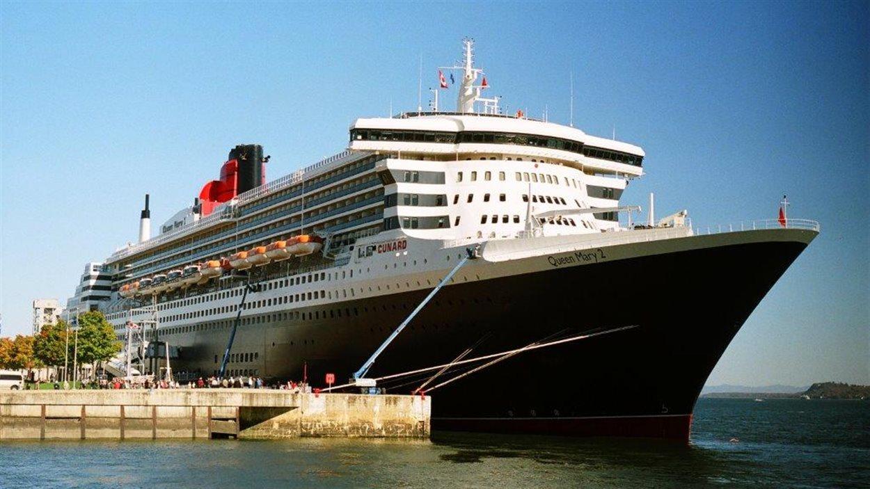 Le navire Queen Mary 2 à Québec en 2007