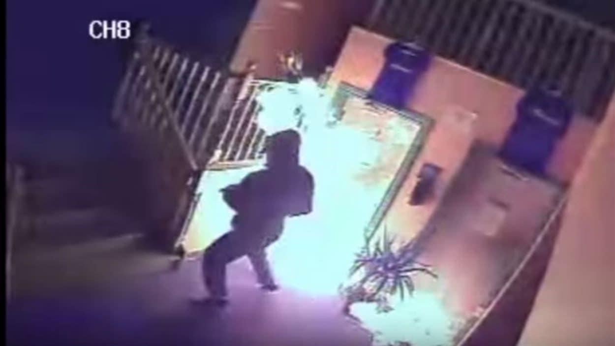 Un suspect capté par une caméra de surveillance privée
