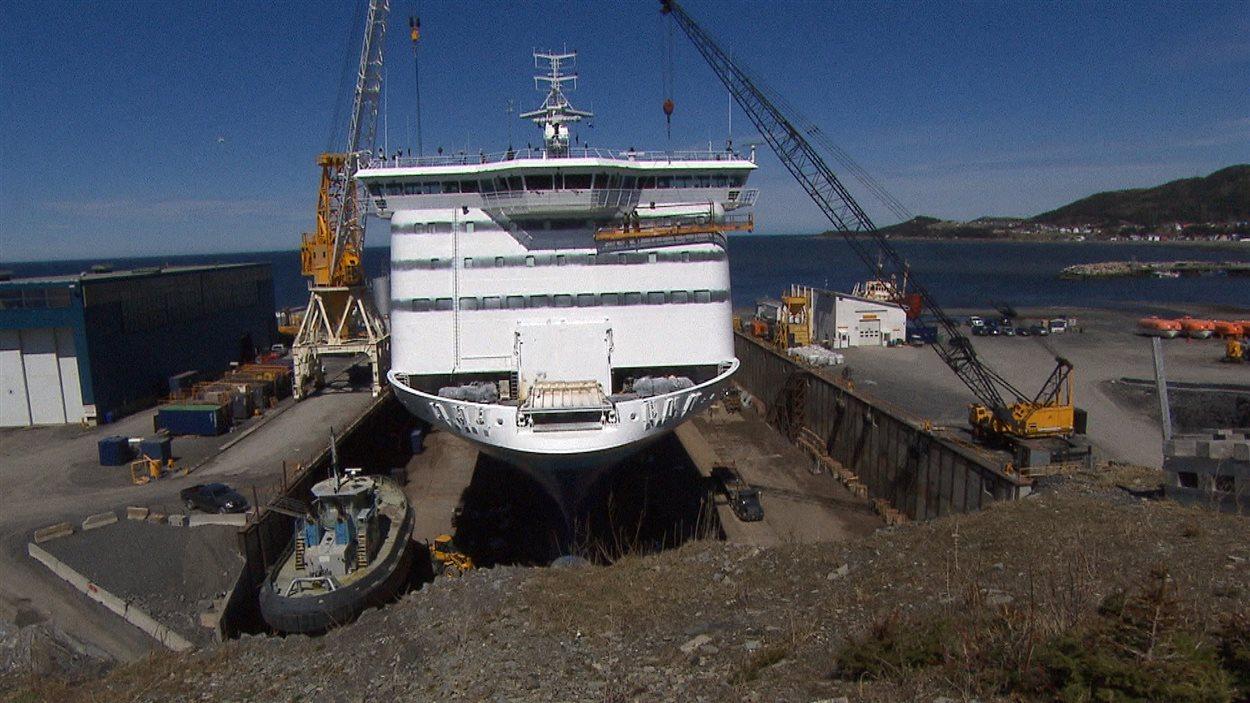La cale sèche a été agrandie pour permettre la réparation de navire de plus grande taille comme le Blue Puttees