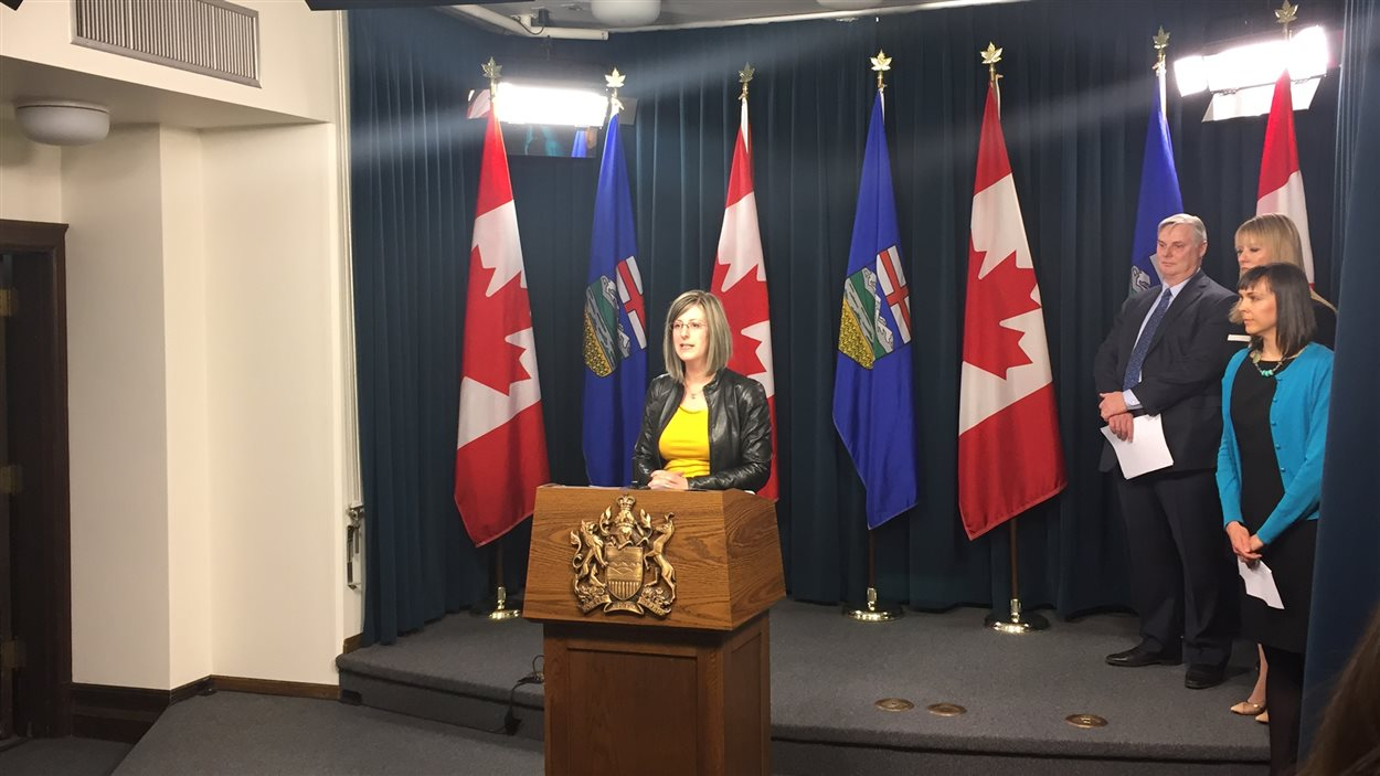 Stéphanie McLean, ministre de Service Alberta