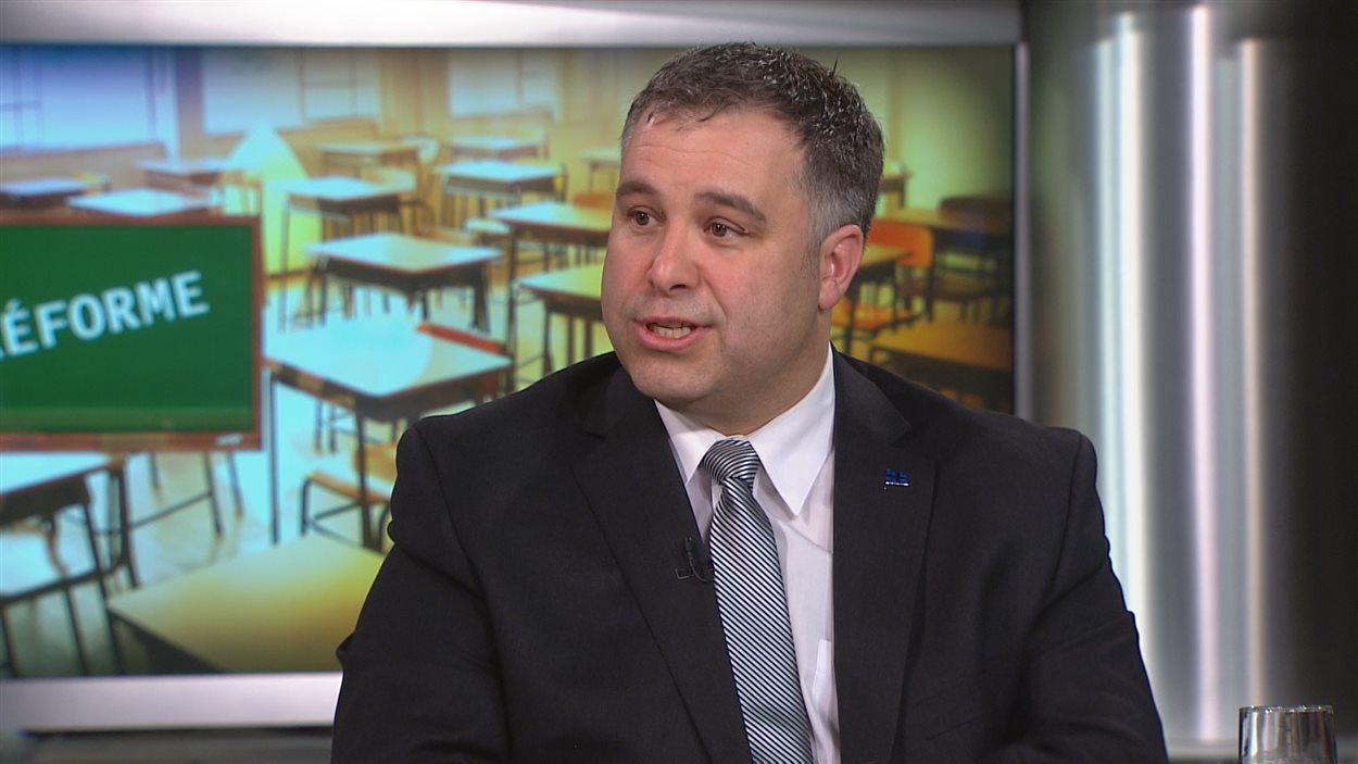 Le ministre de l'Éducation, Sébastien Proulx