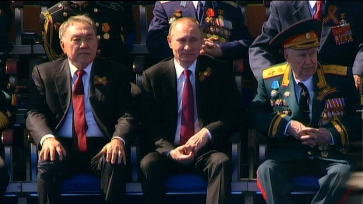 Vladimir Poutine assistait au défilé militaire célébrant la victoire contre les nazis, le 9 mai.