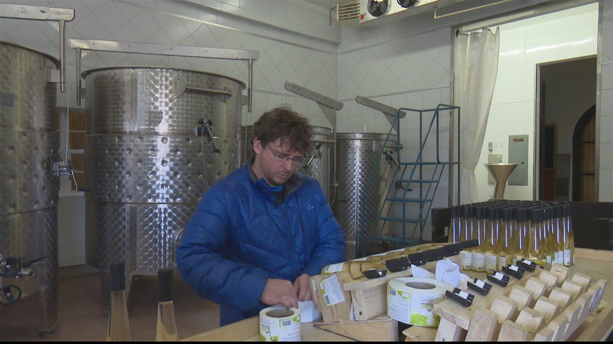 Étiquettage du vin de rhubarbe