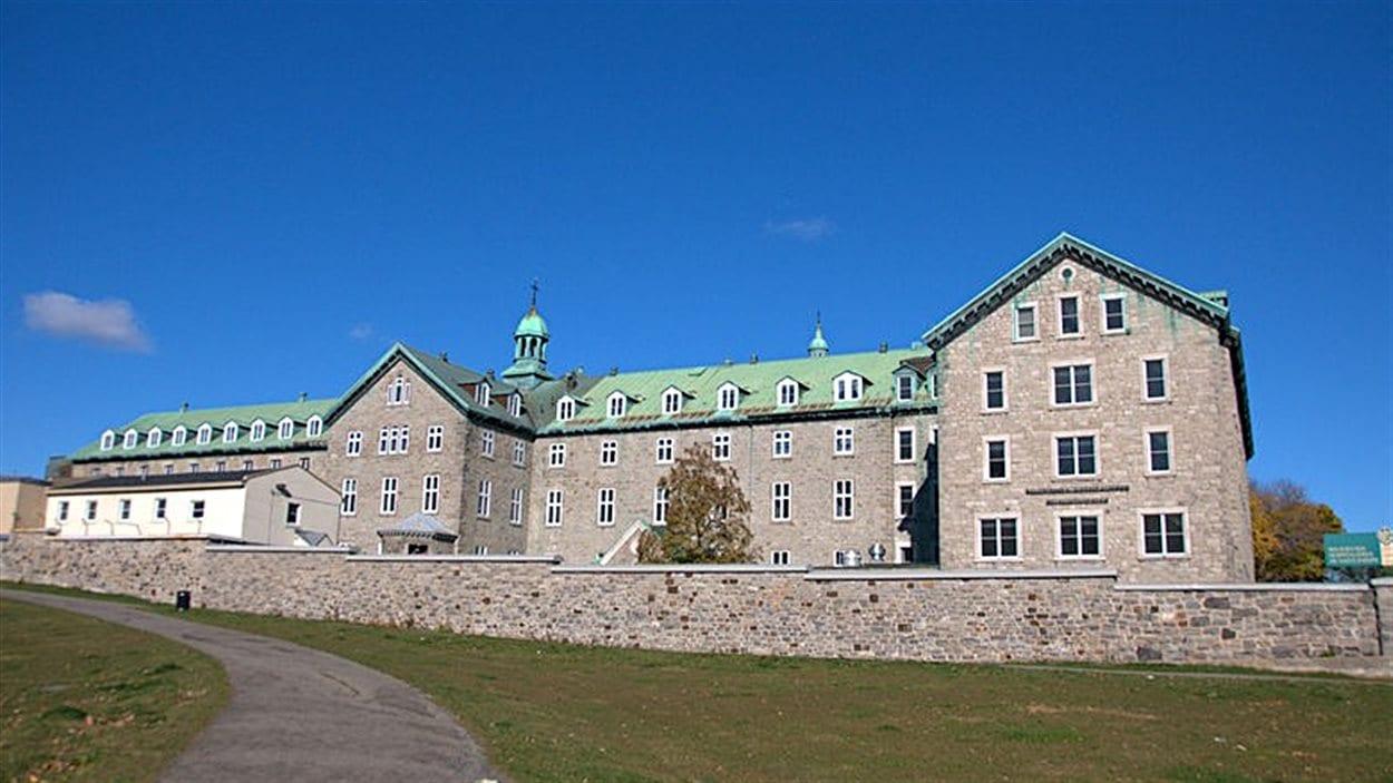 Le bâtiment des Hospitalières est voisin de l'Hôpital Hôtel-Dieu de Montréal. (archives)