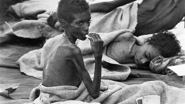 Coronavirus - Page 5 160516_vd21m_histo_famine_ethiopie_sn635