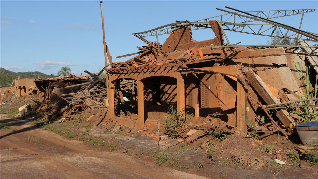 Des maisons détruites par la coulée de boue à Bento Rodrigues, dans l'État du Minas Gerais.