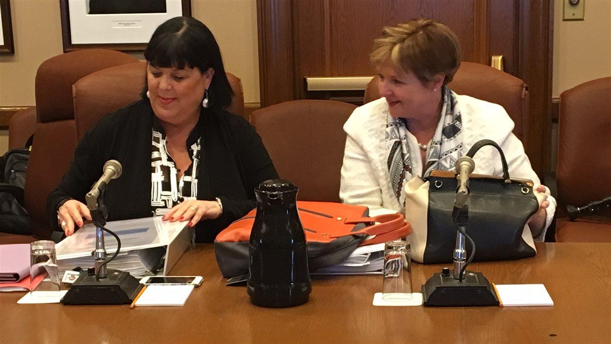 Dominique Savoie, sous-ministre au ministère des Transports du Québec, et Guylaine Leclerc, vérificatrice générale du Québec, à la Commission de l'administration publique.