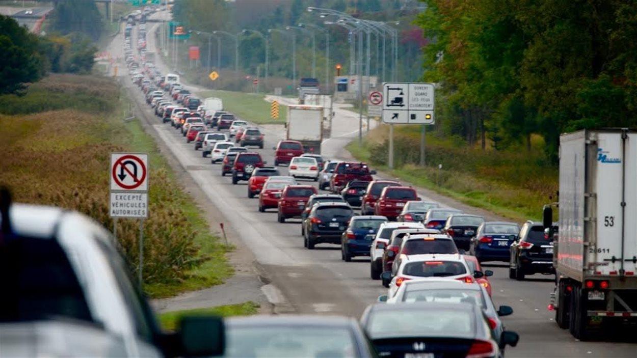 L'heure de pointe sur l'autoroute Laurentienne.