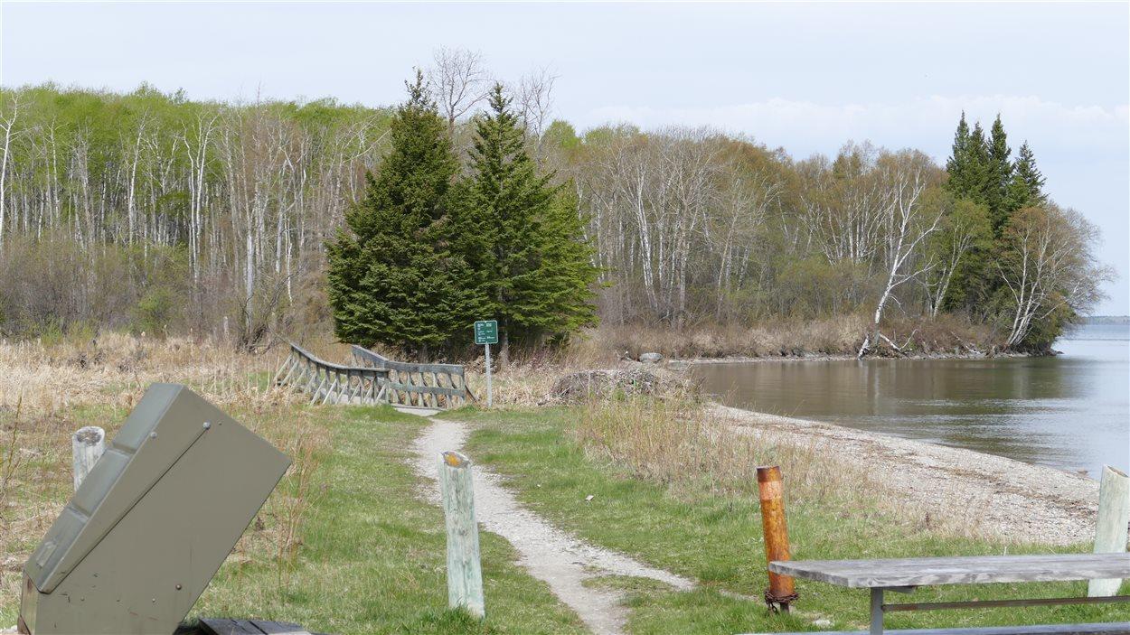 L'entré du sentier sud au Lac Clear.