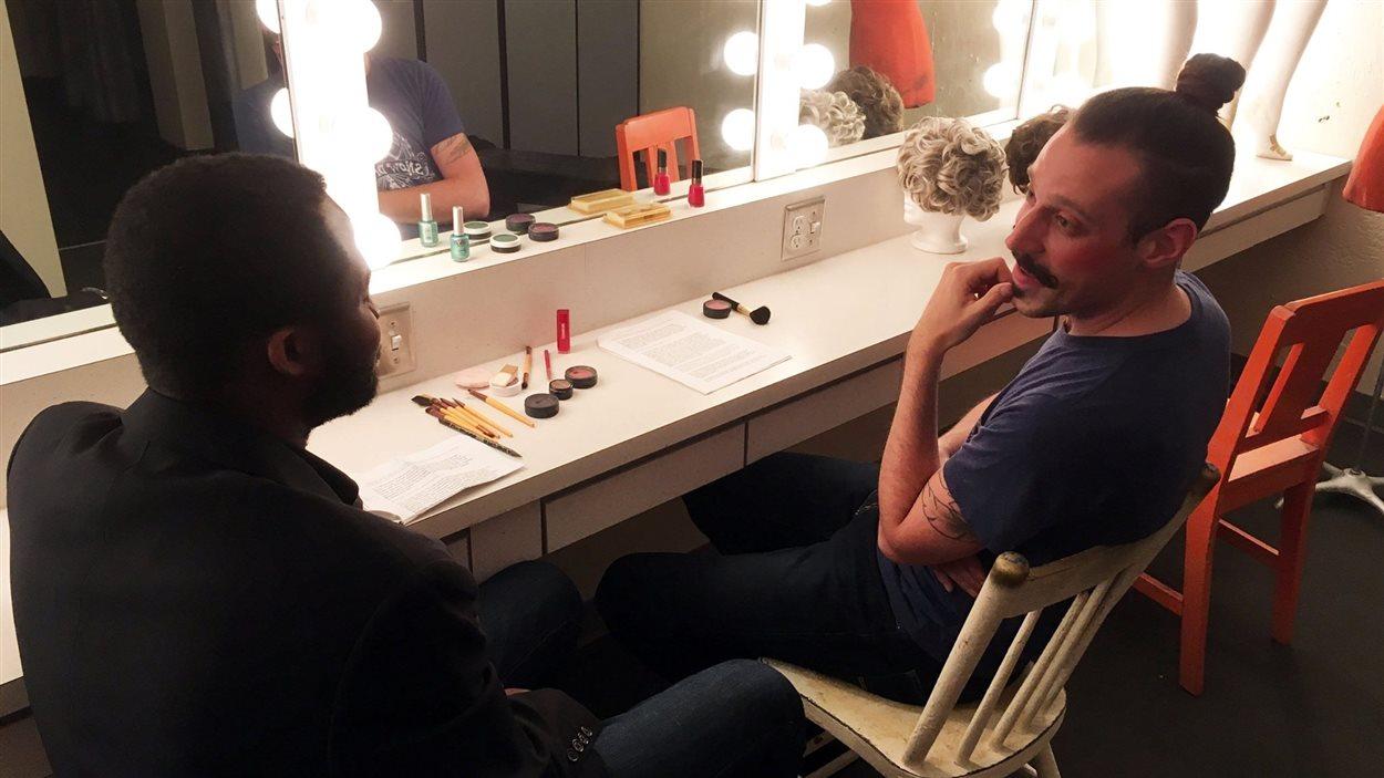 Les comédiens Ben Maréga et Daniel Péloquin-Hopfner en répétion pour leur pièce mise en scène par Eric Plamondon.