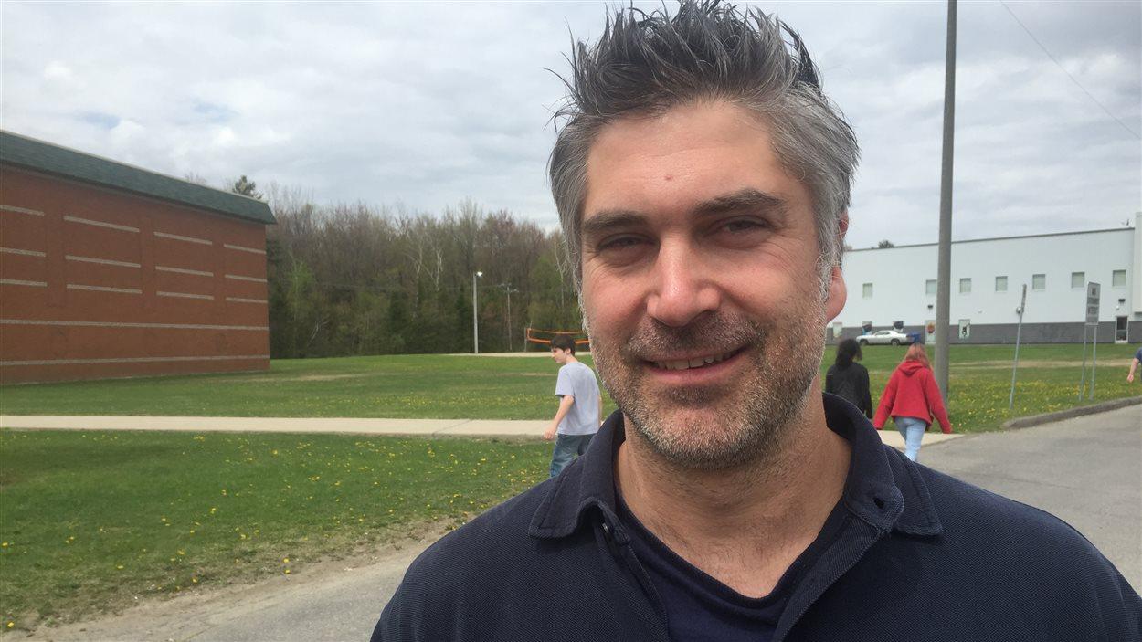Martin Labrosse, porte-parole d'un groupe de parents qui ont dénoncé certaines façons de faire à la Fédération des clubs de hockey mineur de Saint-Jérôme.