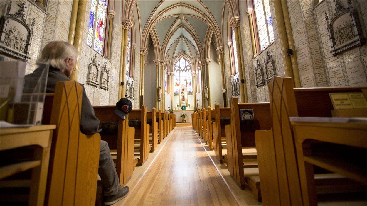 L'intérieur de la chapelle, le Sanctuaire de Notre-Dame du Sacré-Cœur.