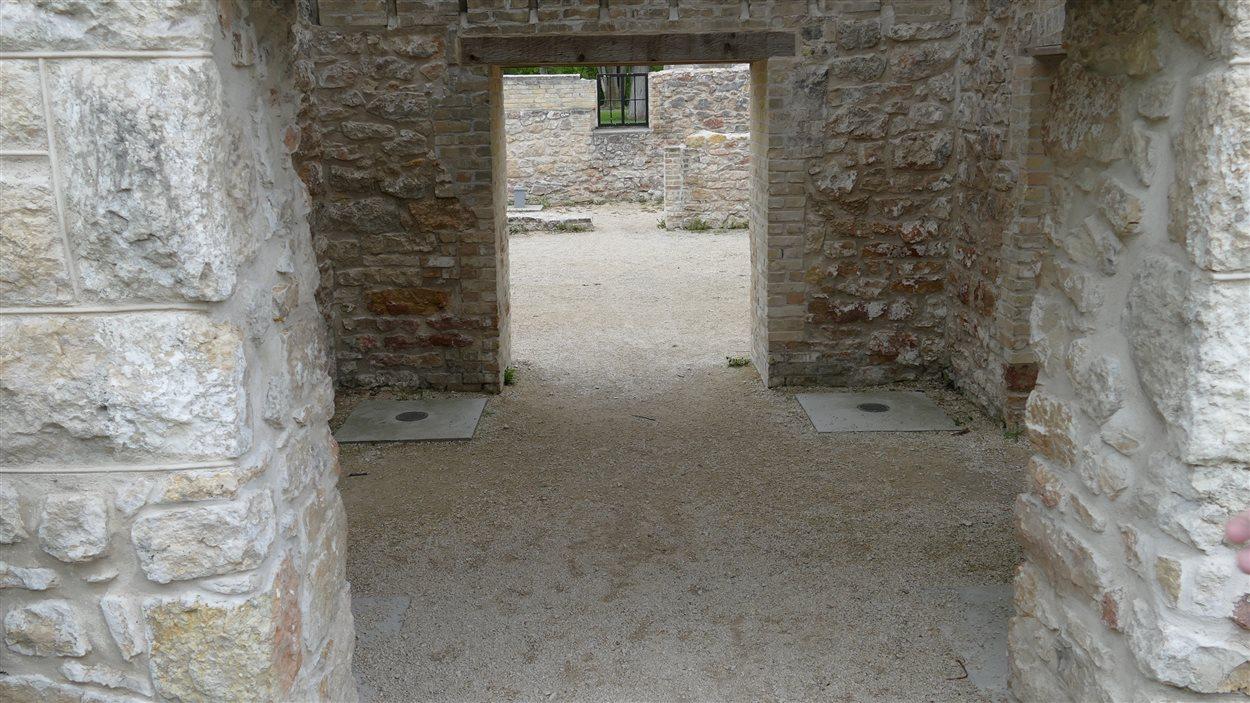 La porte qui menait dans les sous-sols du monastère des Trappistes de Saint-Norbert.