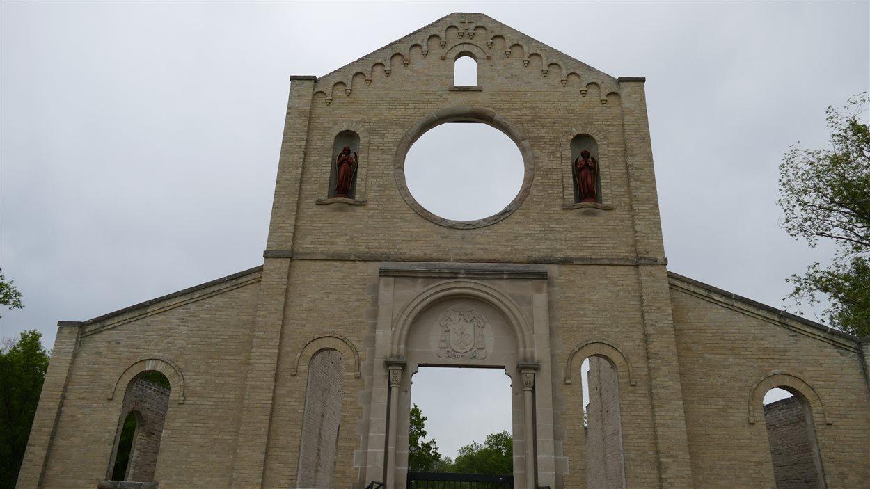 Les ruines du monastère des trappistes de Saint-Norbert. Les Pères Trappistes ont été forcés de déménager en 1979 laissant le site de Saint-Norbert à l'abandon